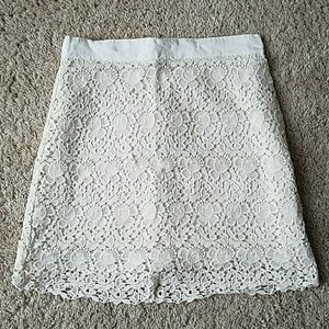 Ann Taylor Loft Cream Lace Skirt Sz. 6P